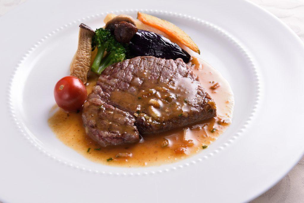 国産牛のサーロインステーキ 黒胡椒醤油バターソース