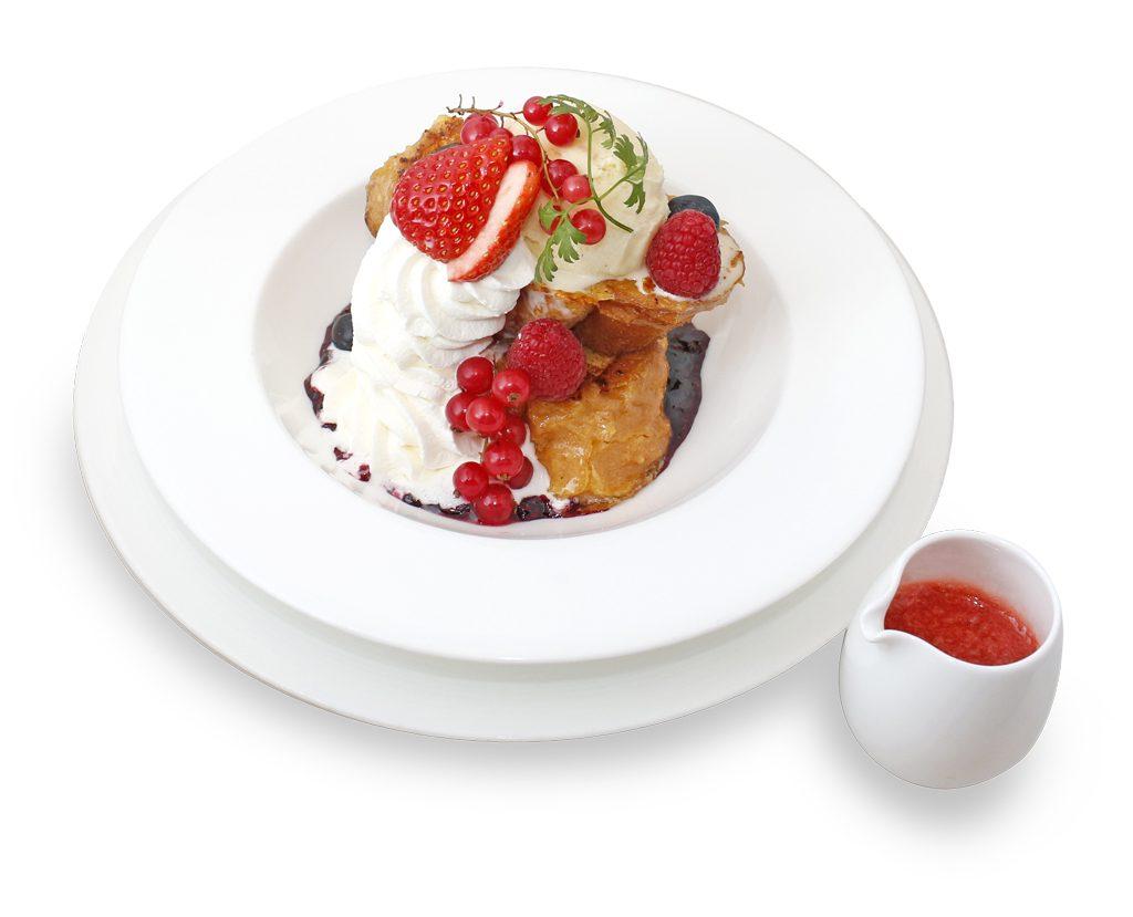 苺とベリーのフレンチトースト ~温かいストロベリーソースがけ~(KITTE店)